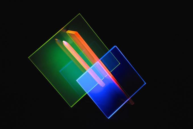 Mi-nuit, sculpture en verre fluorescent - Yves Braun