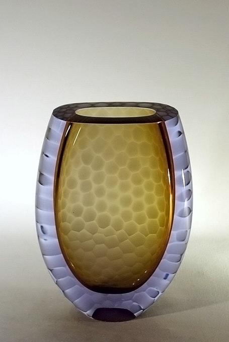 vase en verre soufflé  taillé - verre puriste bicolor - battuto
